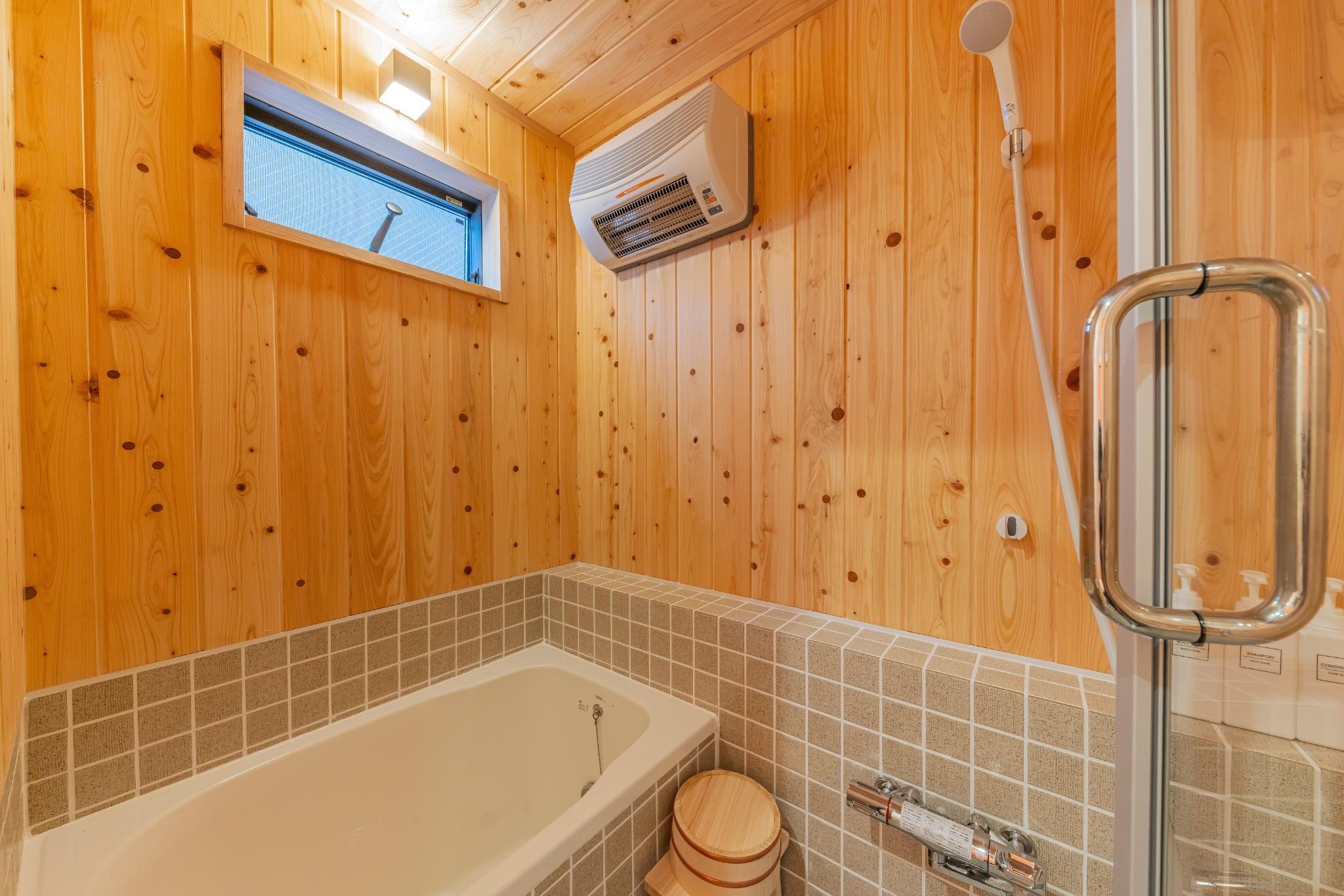 檜板張り浴室