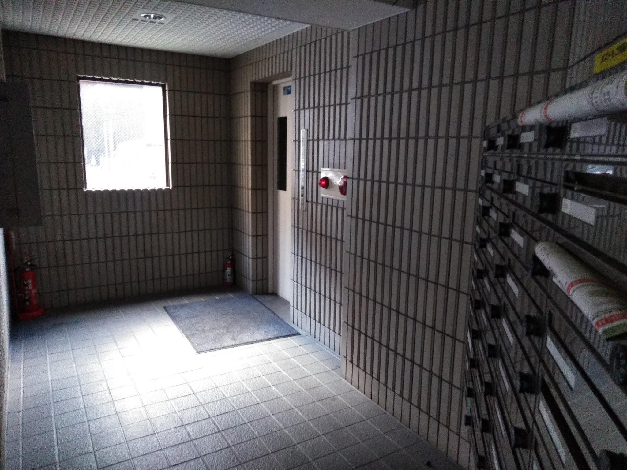 902号室、1DK、ダブルベッド1台、布団1枚。地下鉄東豊線大通駅徒歩5分、JR札幌駅より徒歩10分