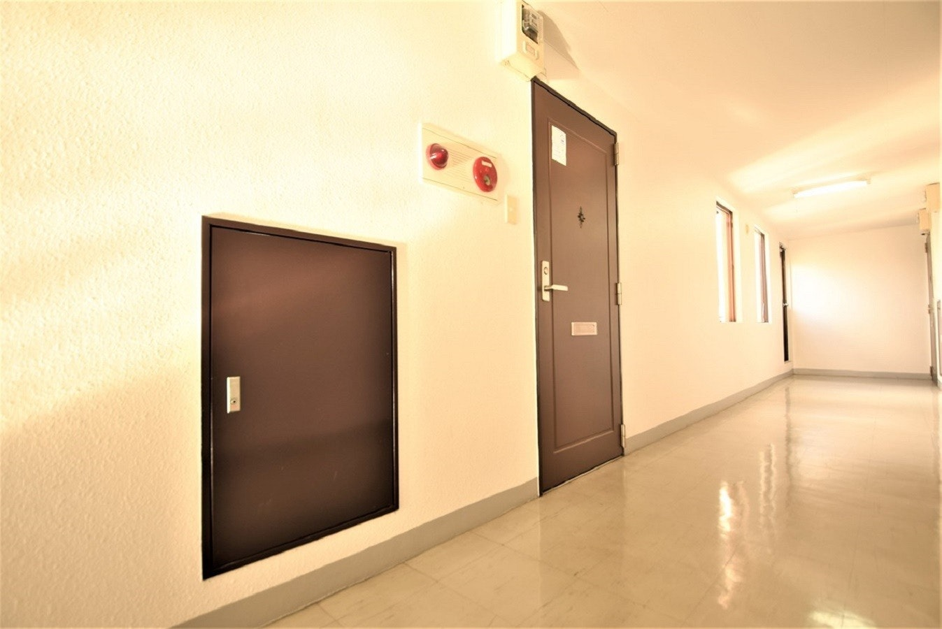 506号室、1DK、ダブルベッド1台、布団1枚。地下鉄東豊線大通駅徒歩5分、JR札幌駅より徒歩10分