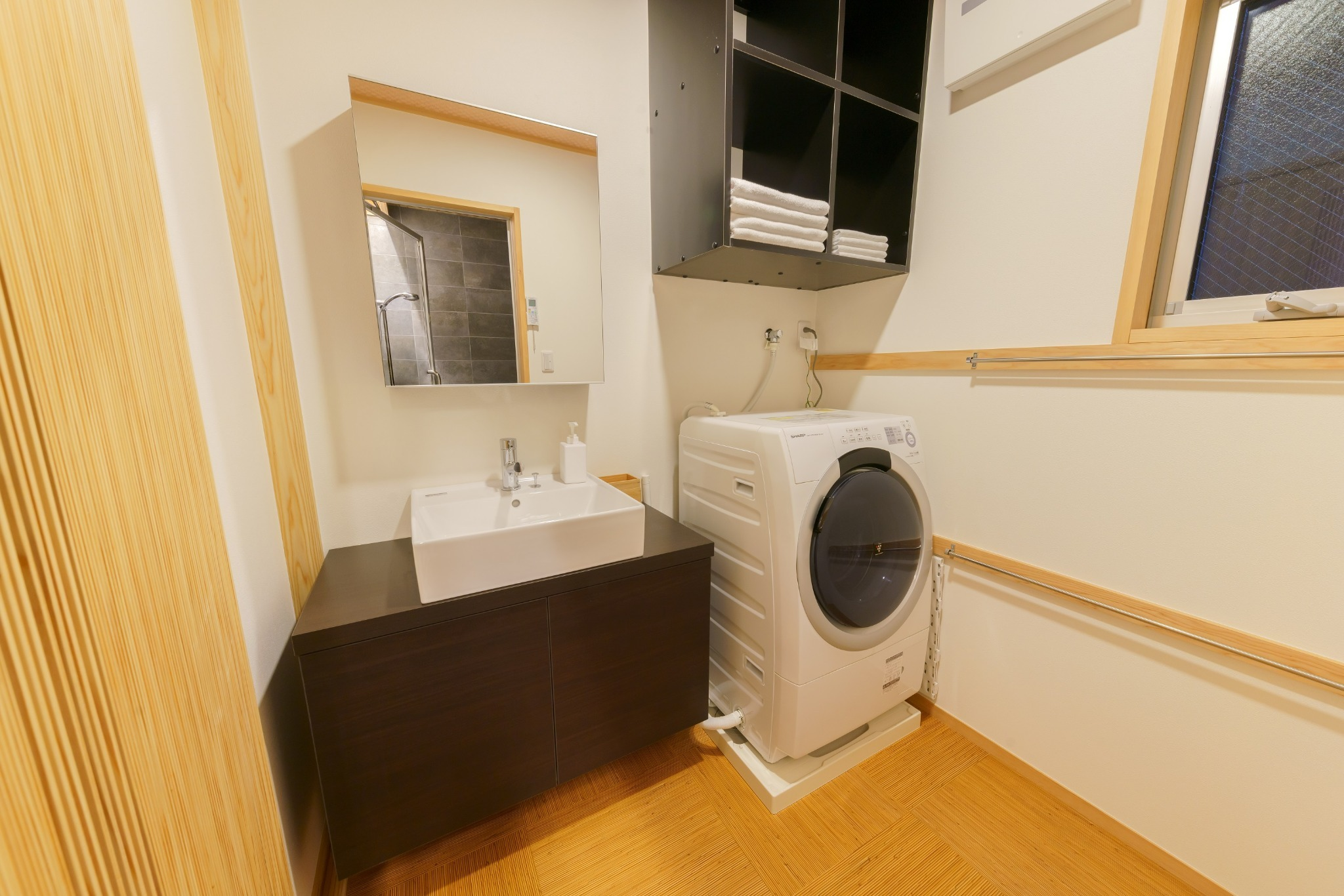 脱衣室 ドラム式洗濯乾燥機