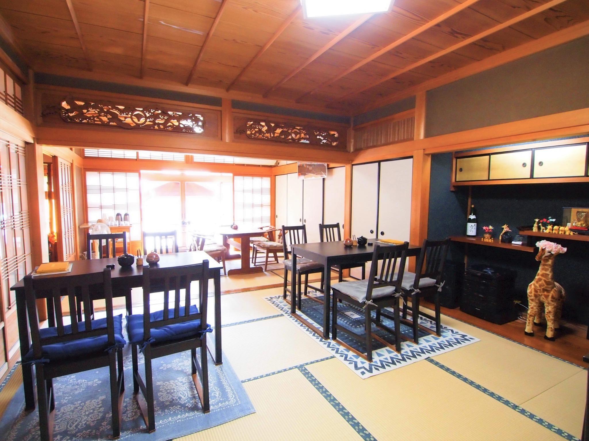 1階カフェスペースは、リビングルームとして利用いただけます。