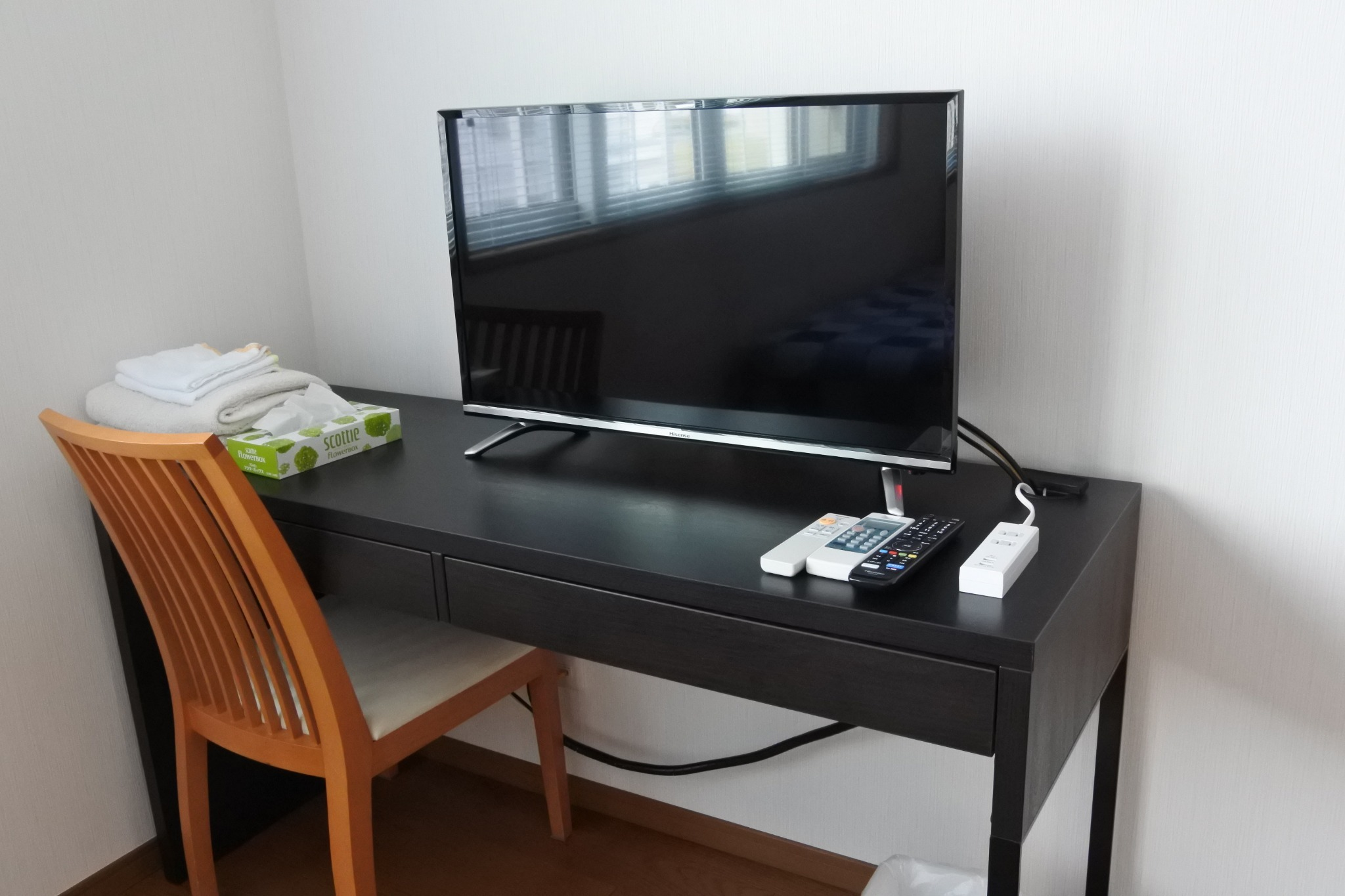 洋室Yの机です、洋室Yも同様です