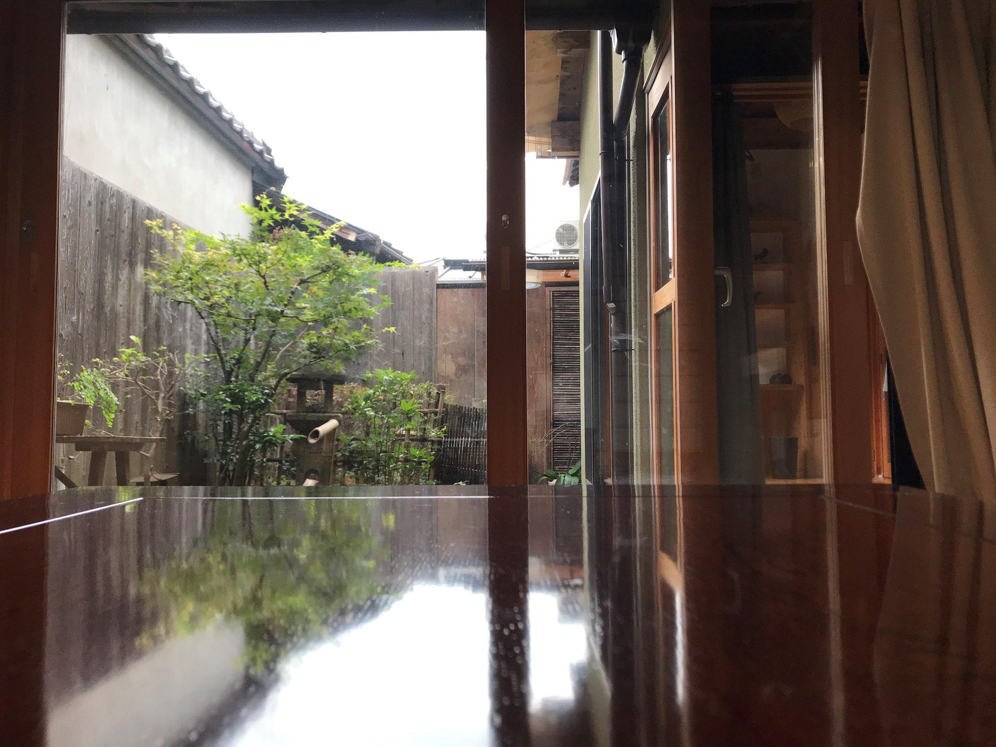 寝室からの庭の眺め