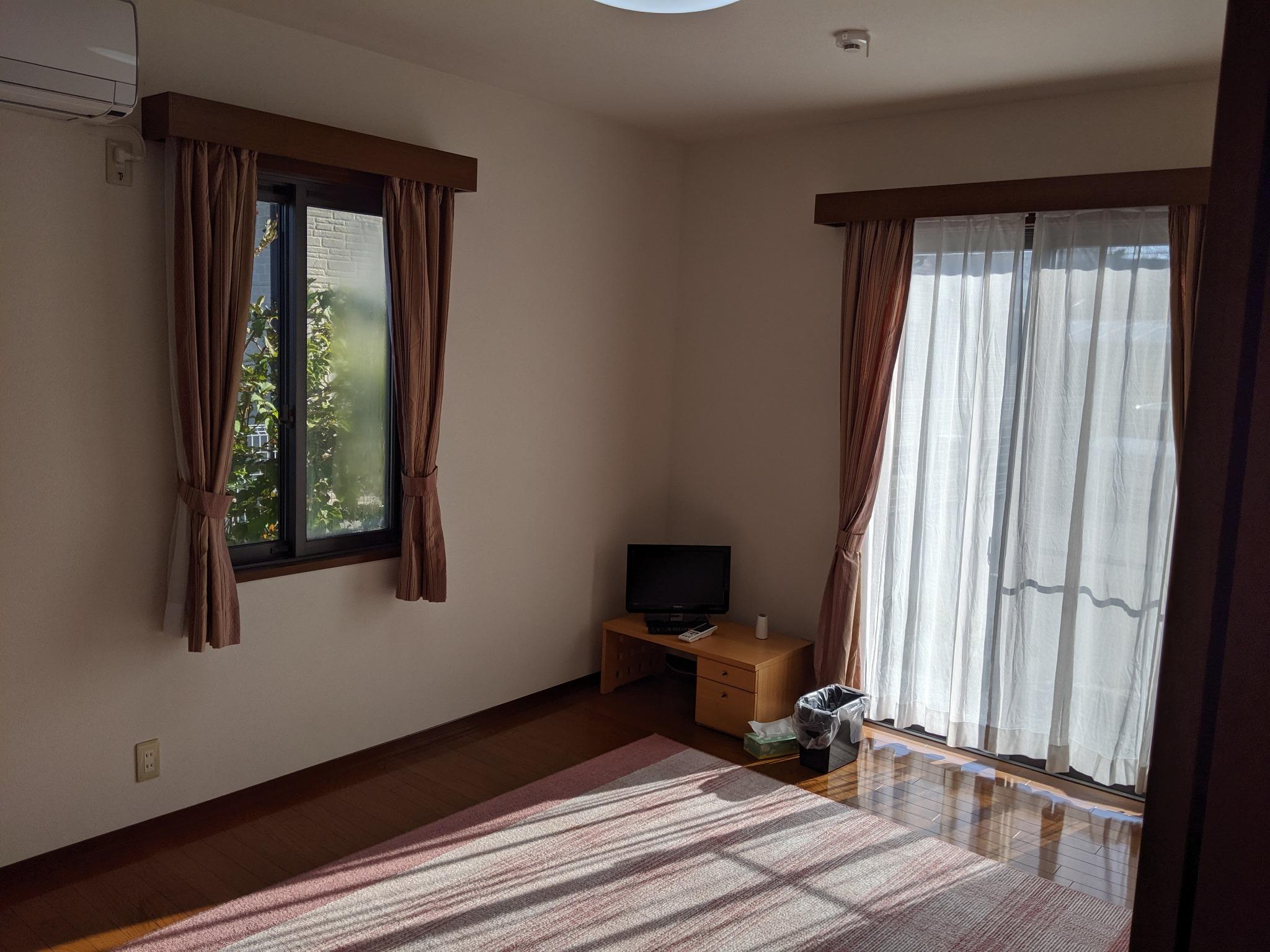 1F寝室(南側)