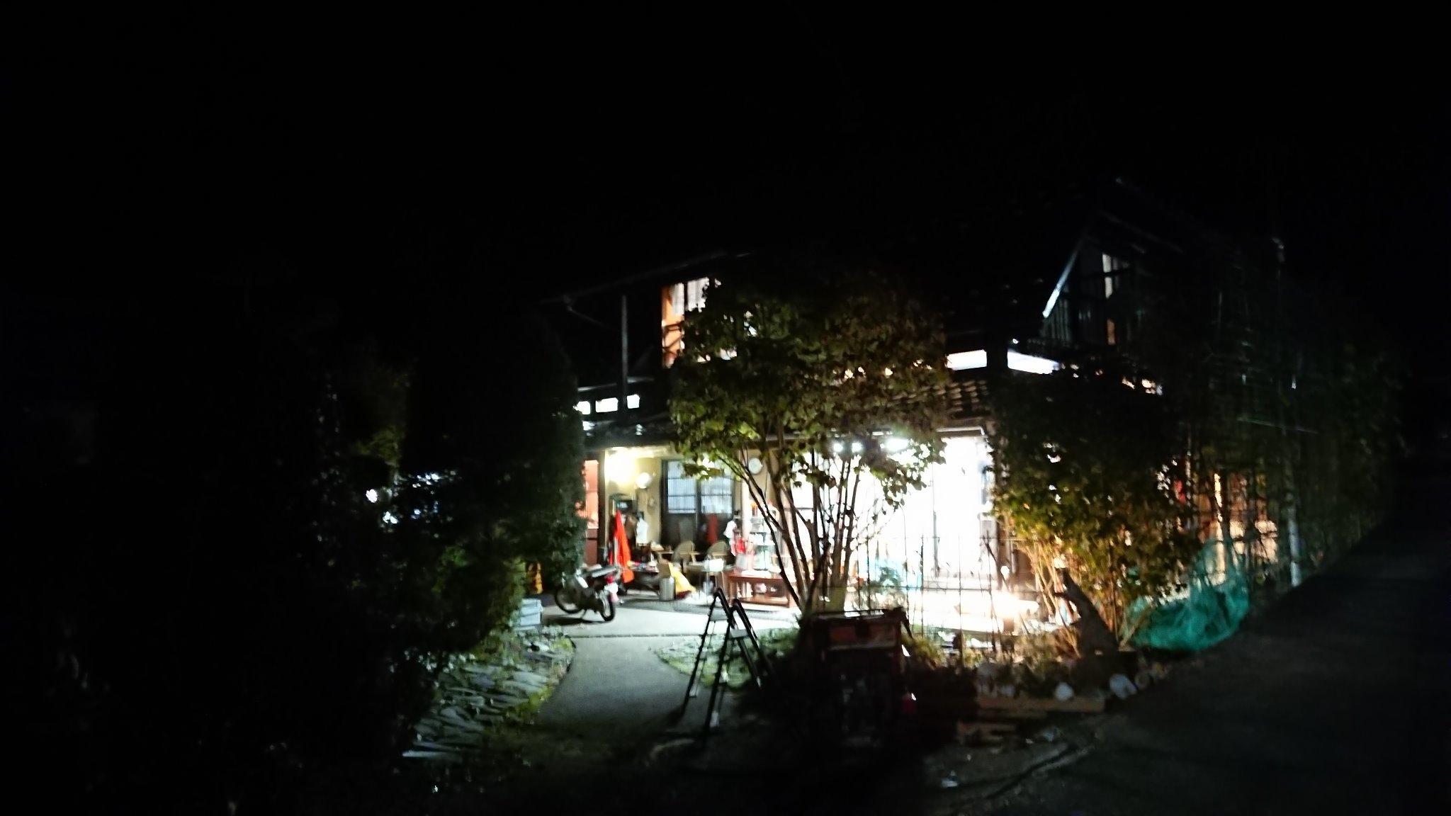 夜から見た入口風景