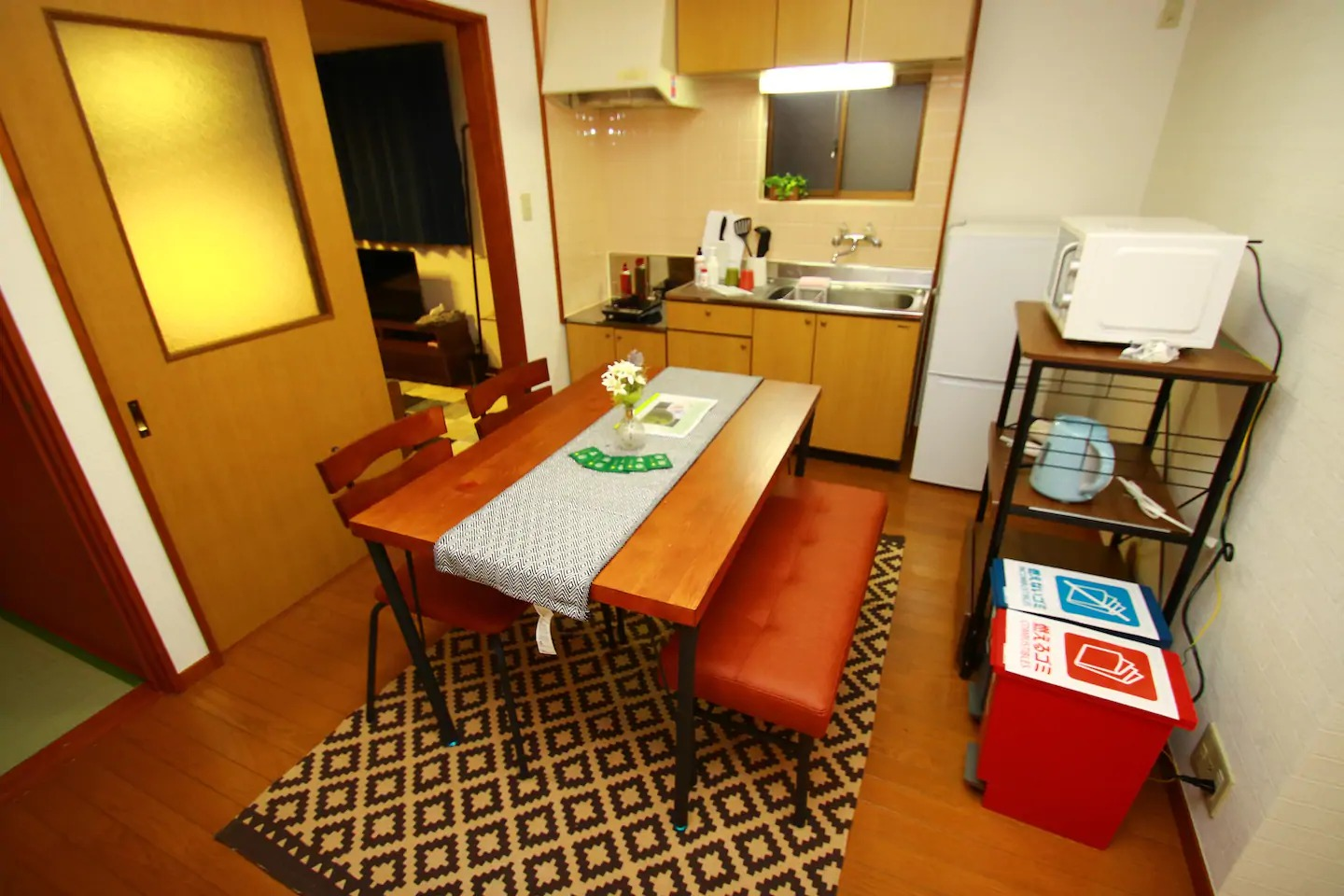 Kitchen with dining table ダイニングテーブル キッチン