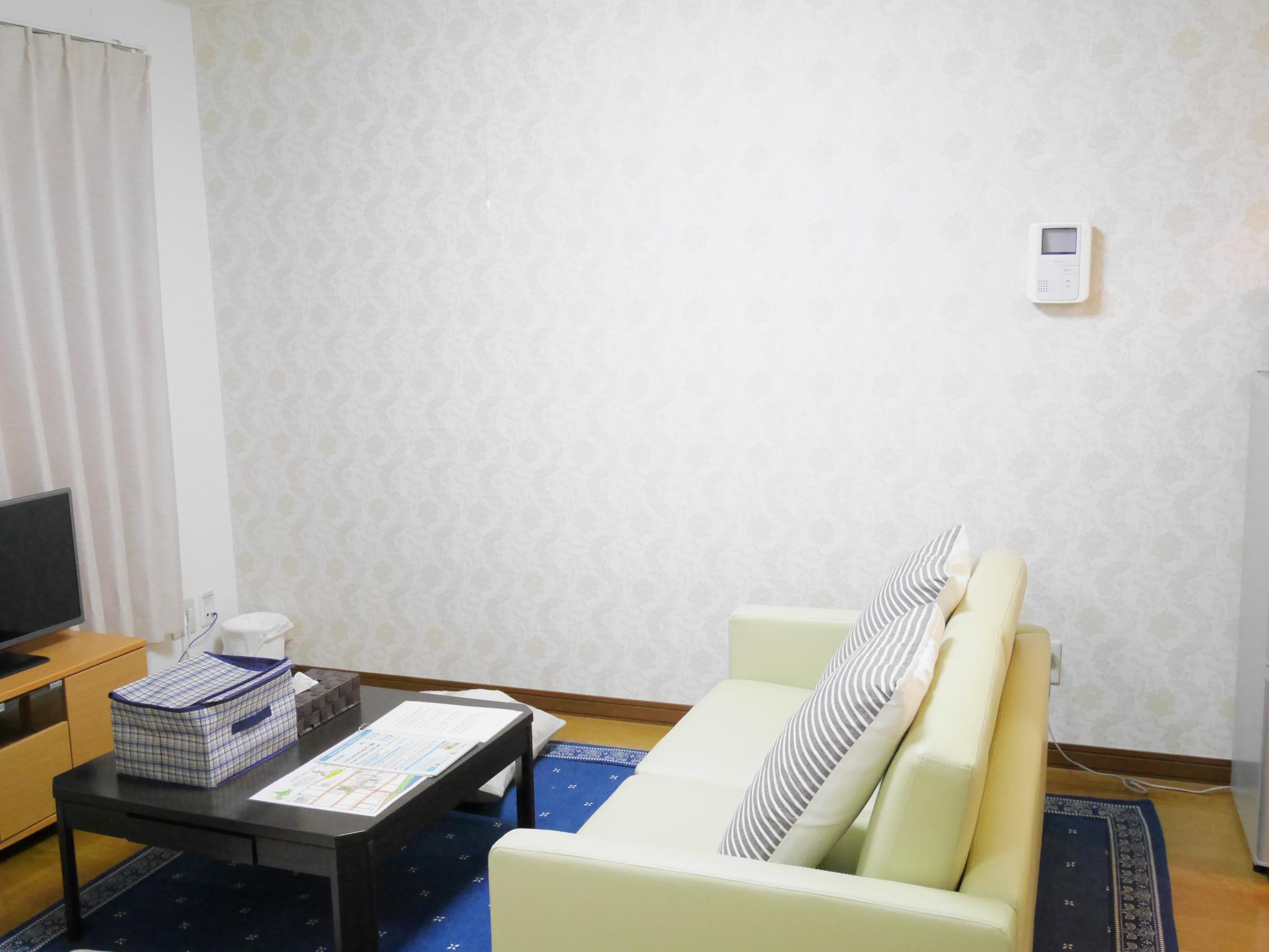 E106 札幌駅から1駅、JR苗穂駅徒歩4分の静かな場所にあるアパートです。