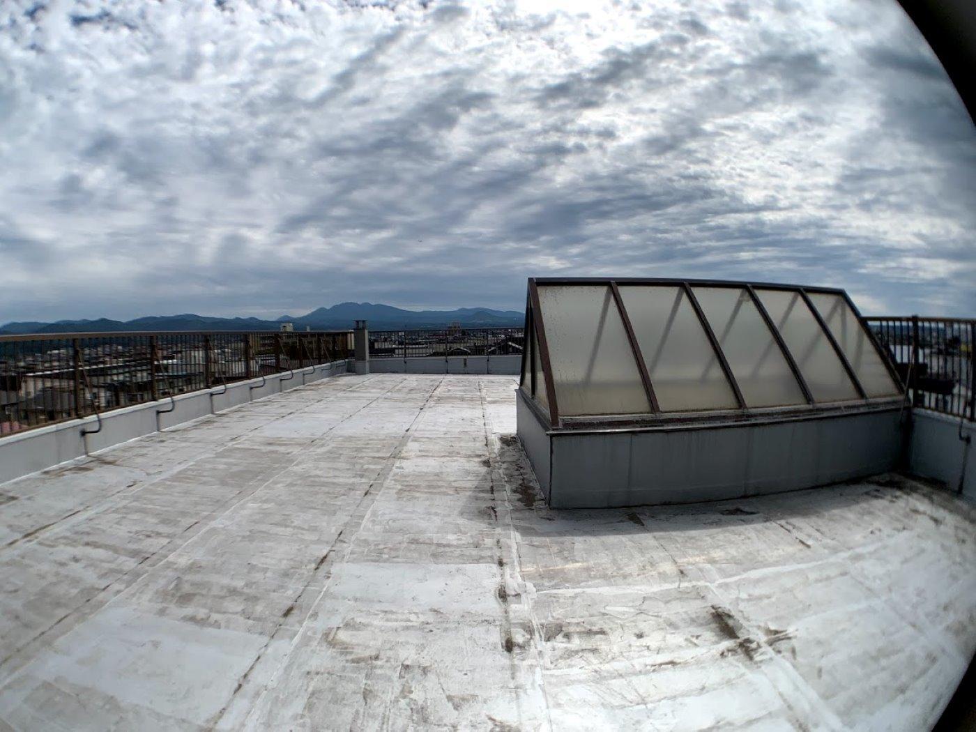 屋上(4-8月)市内・八甲田山が見えます