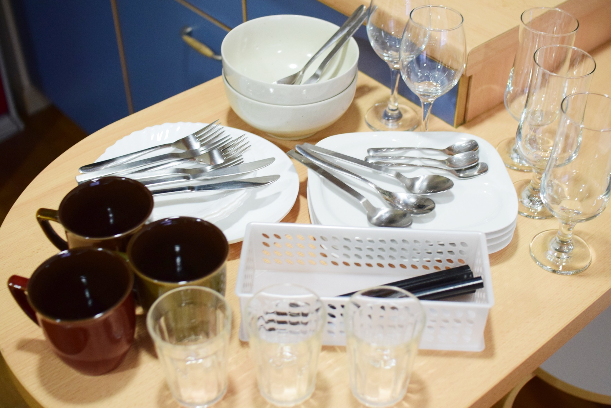 Enough tableware. Make your stay comfortable.