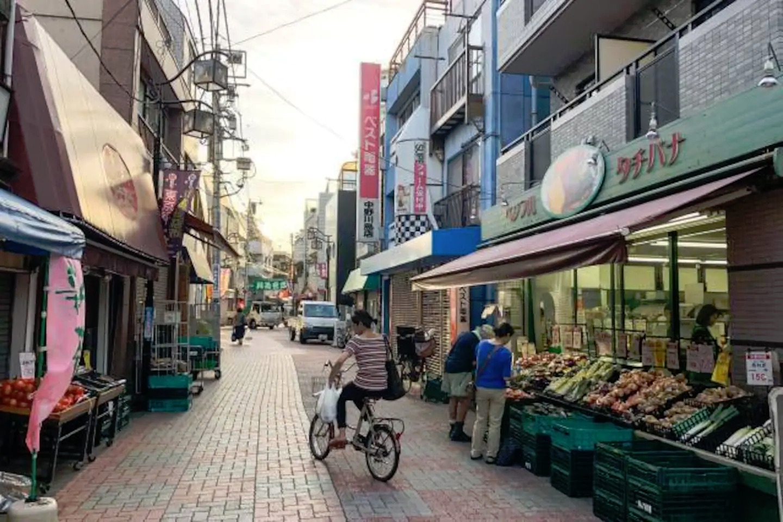 Nearby shopping street 商店街