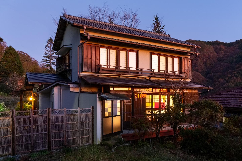 禅は箱根の小高い丘の上に建つ古民家をリノベーションしたヴィラです。静かな自然の中で箱根の山と相模湾を望みながらリラックスすることもお庭でBBQを楽しむこともできます。