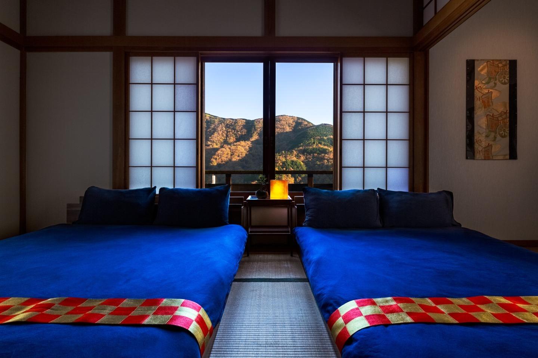 2階のベッドルームからは箱根の山の四季折々の雄大な姿を見ることができます。