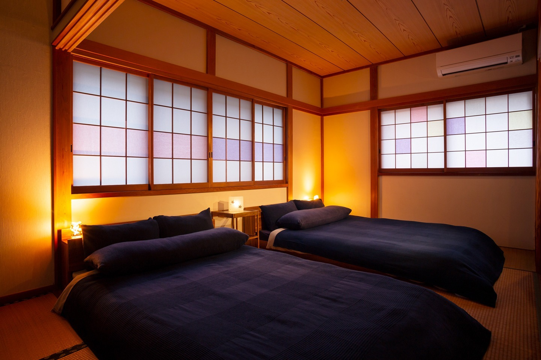 ベッドルームは極力、淡い光で作る雰囲気を大切にして快適な睡眠ができるようにしています。