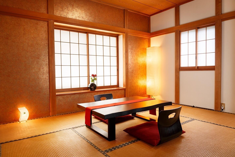 和室に布団を三組用意しています。