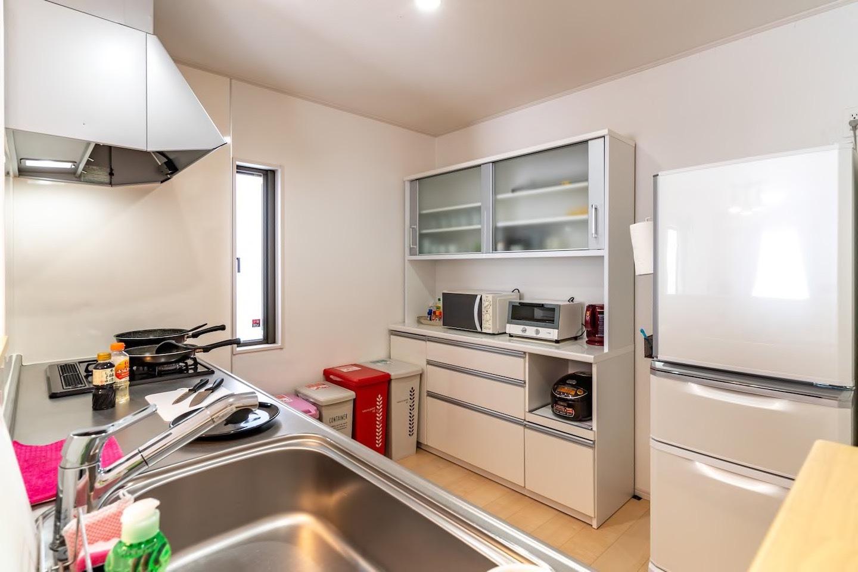 キッチンも広々、食器類も充実しています!