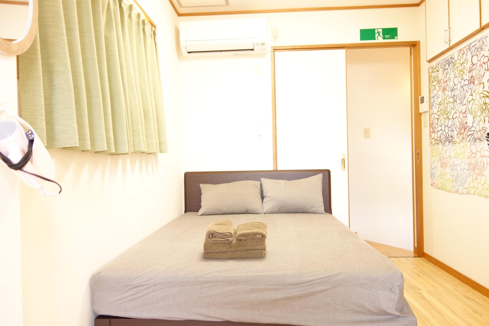 2階:広々ダブルベッド