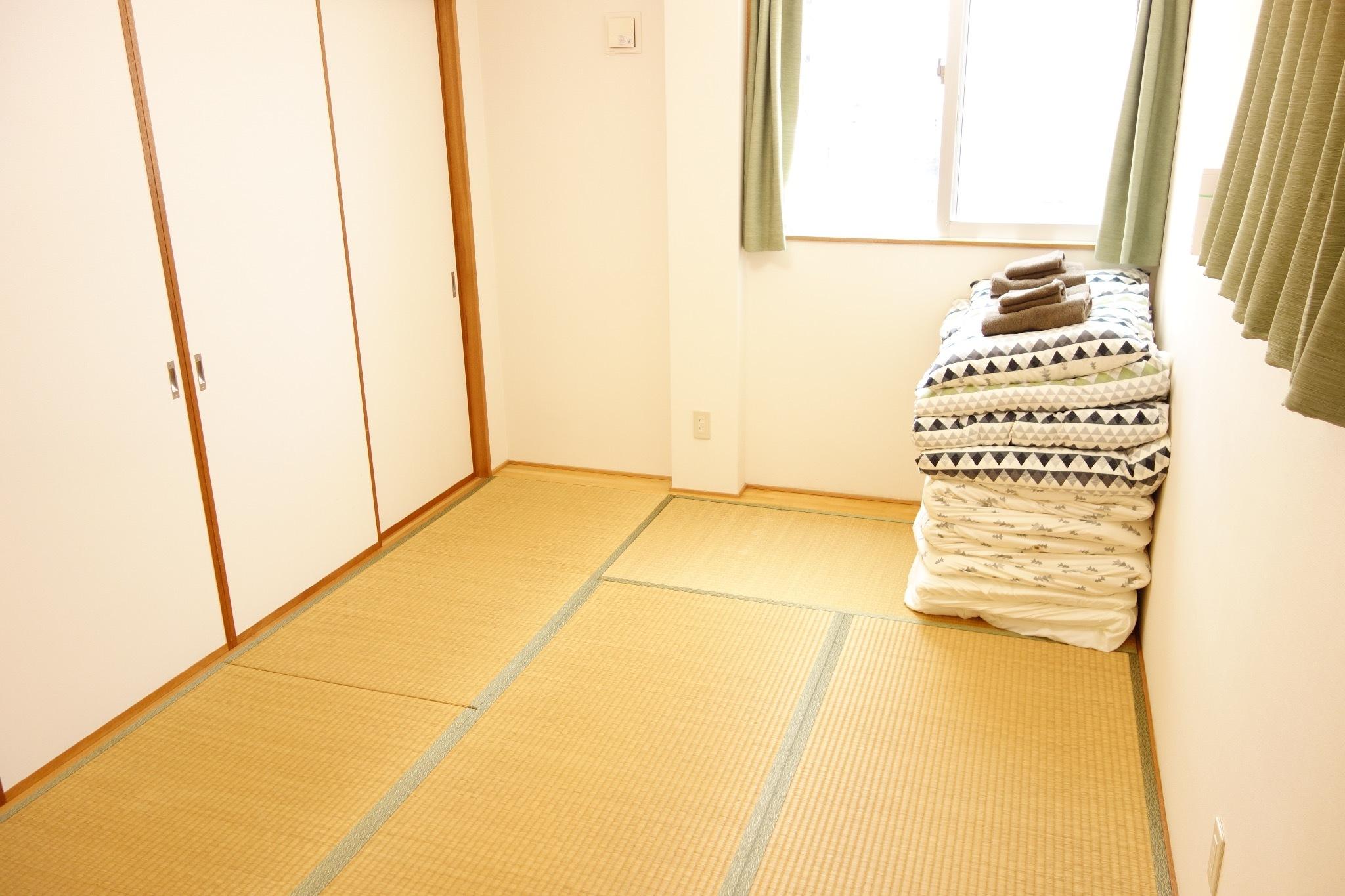 2階:広々和室・日当たり良好
