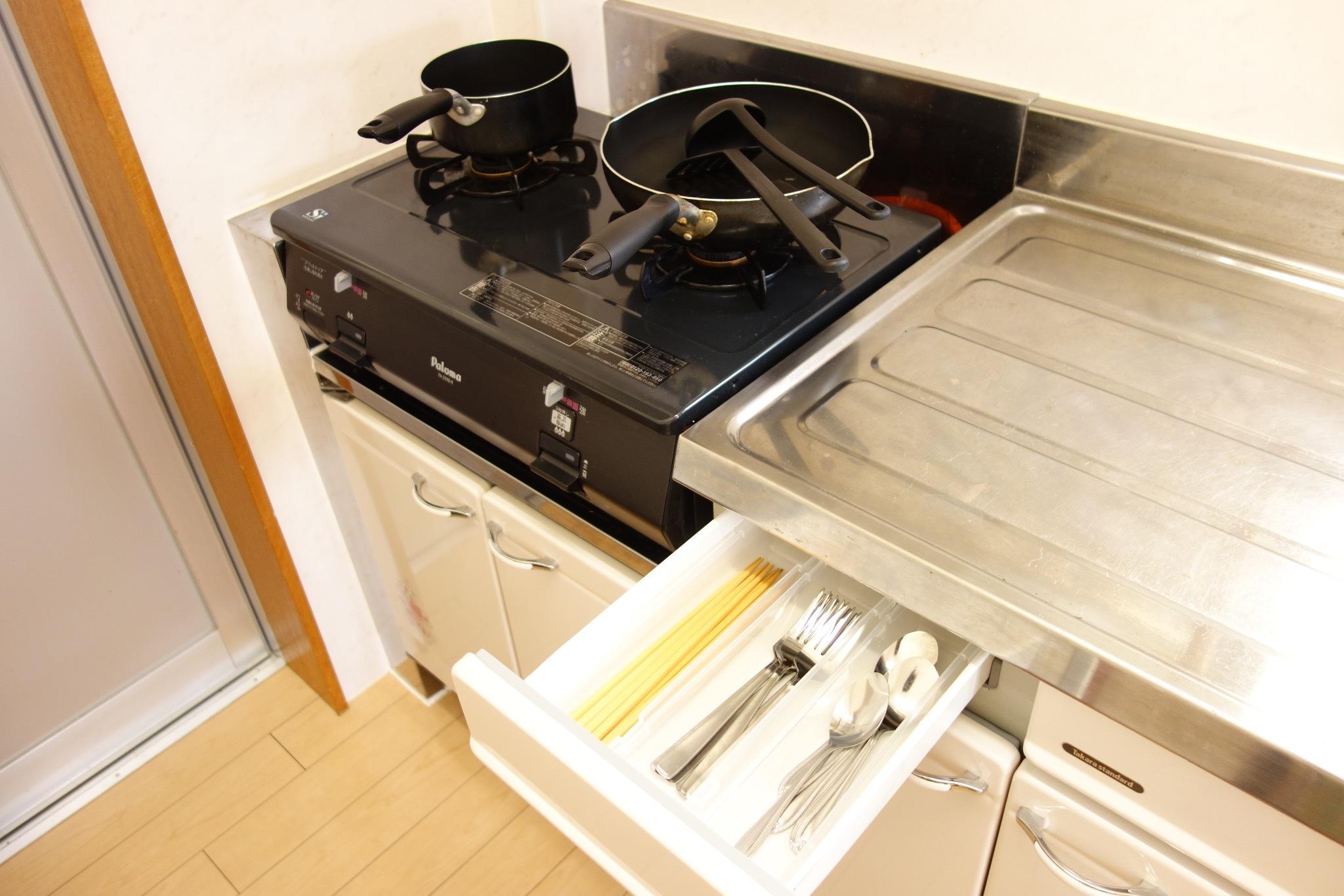 1階:キッチン道具も充実