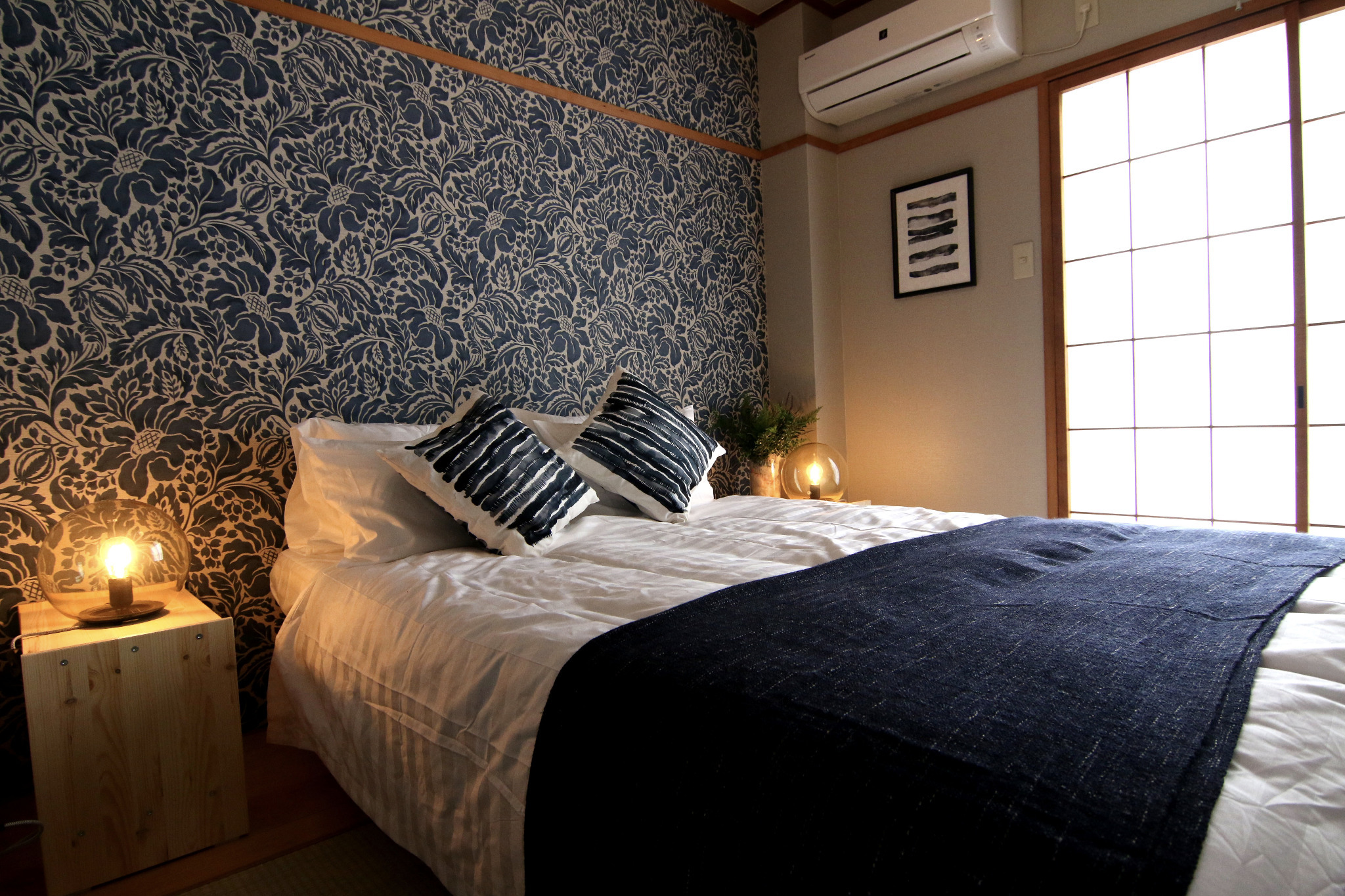 ダブルベッドを配置した寝室です。