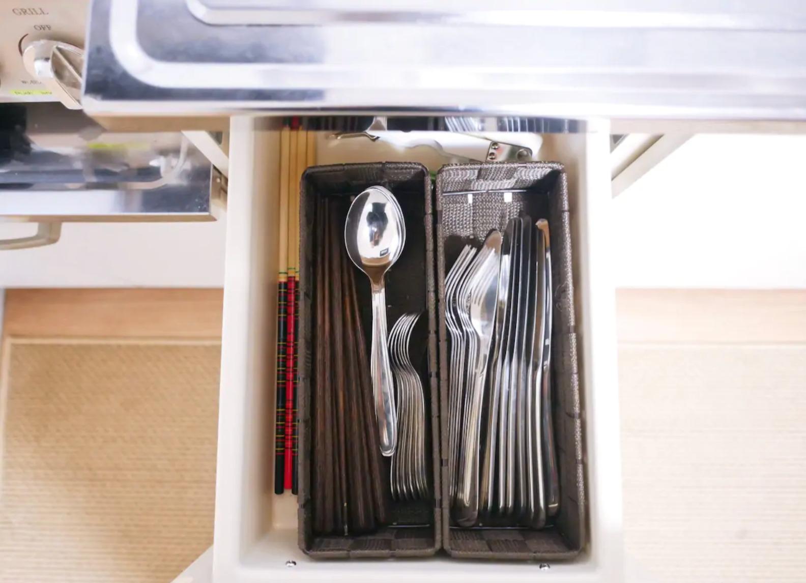 Cutlery is prepared! スプーン、フォーク、ナイフ、お箸は定員数分揃えています。