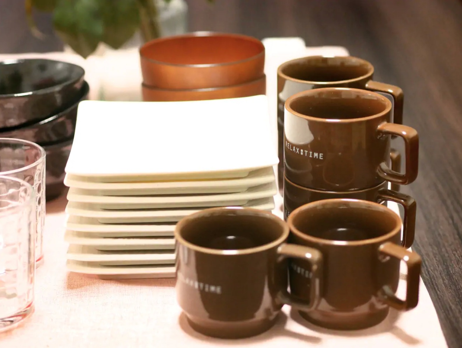 Dishes and cups are prepared! お皿やコップ類はご用意していますので、ご自由にご利用ください♪
