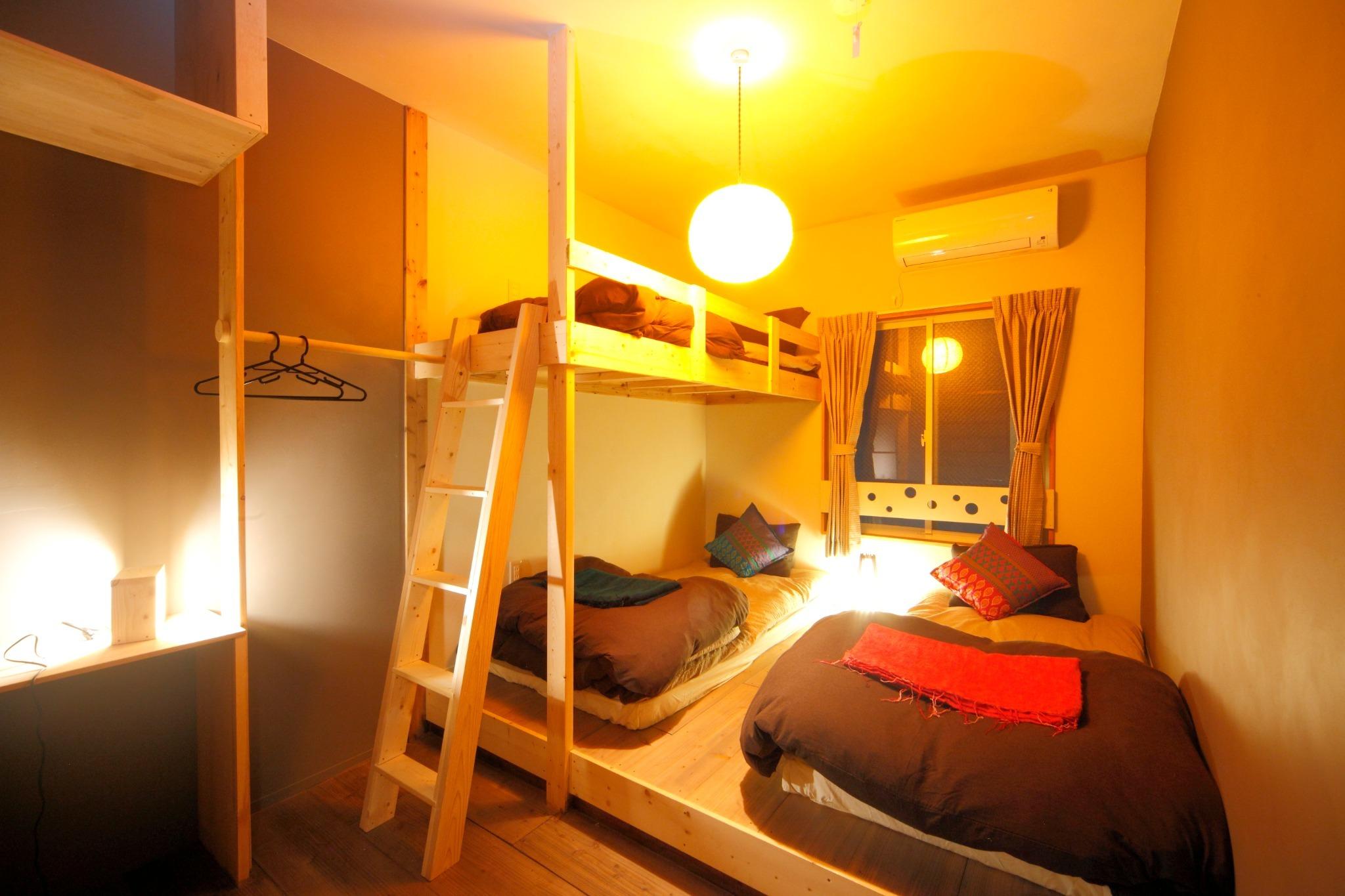 3人部屋 シングルベッドx2、ロフトベッドx1