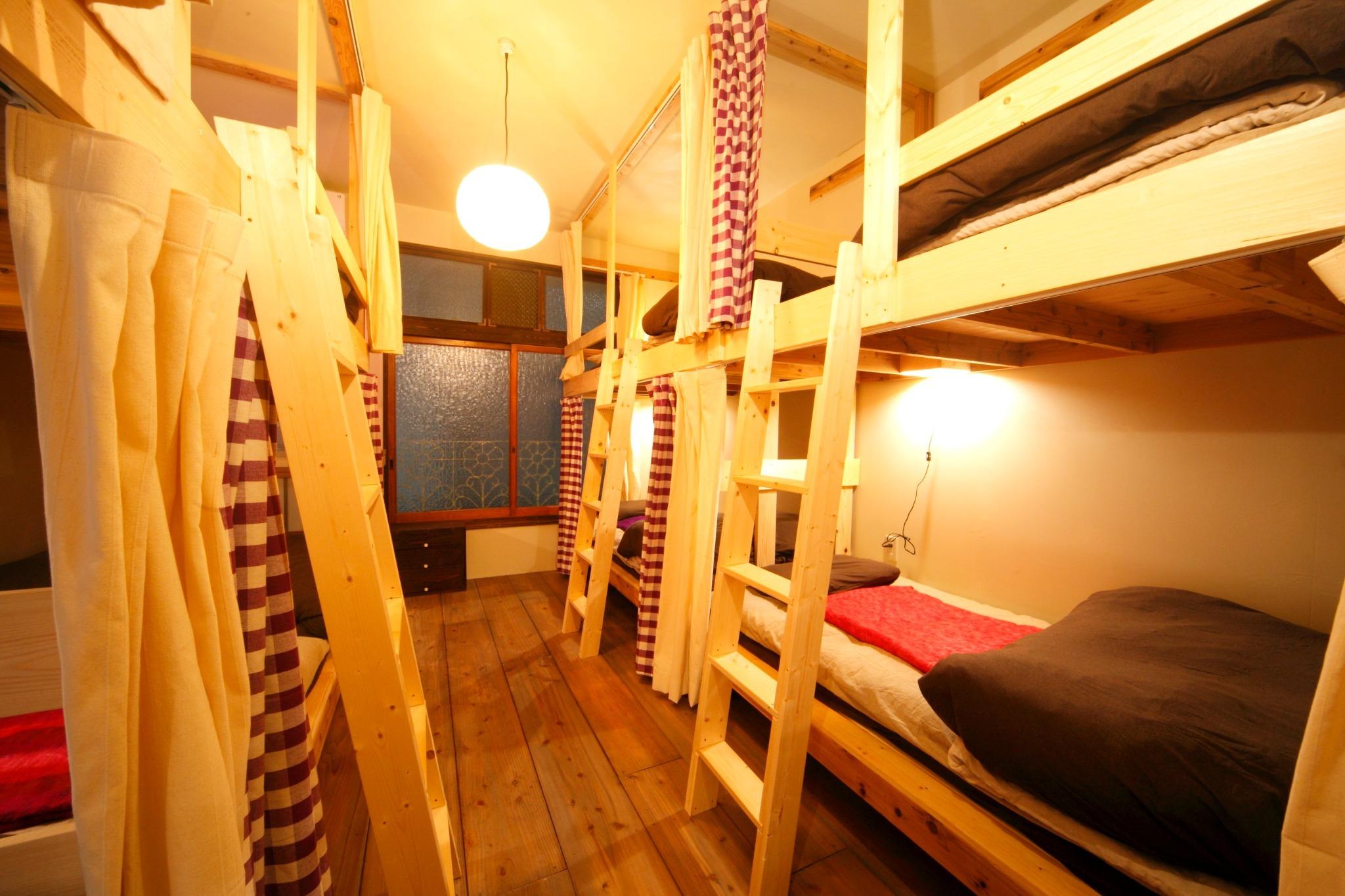 8人部屋 2段ベッドx4