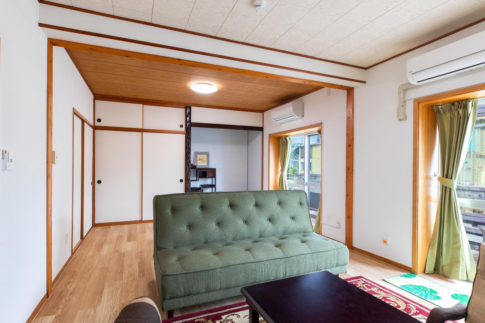 Living Room: Sofa Bed ×1 リビングルーム:ソファベッド×1