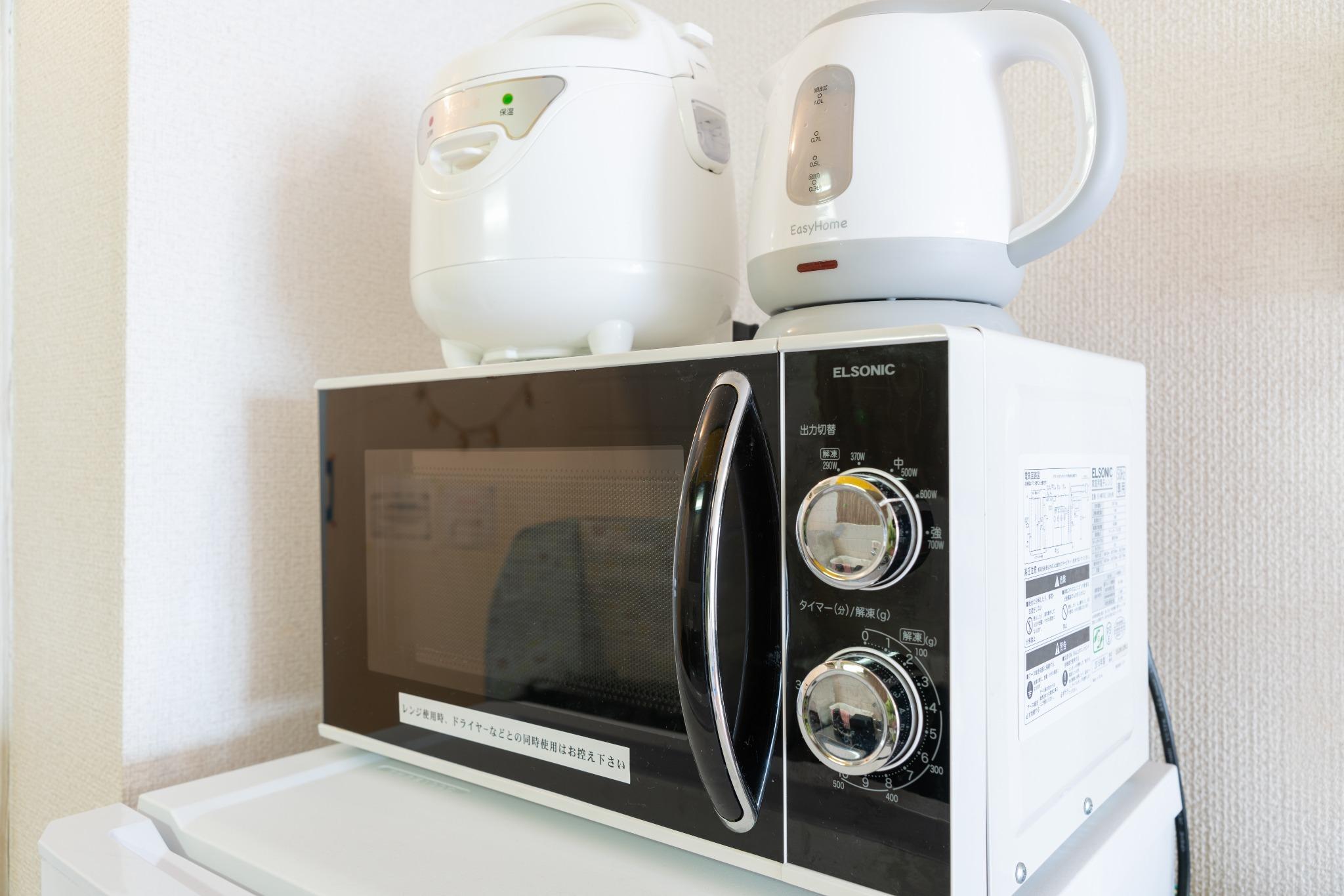 電子レンジ・ケトル・炊飯器完備しております。
