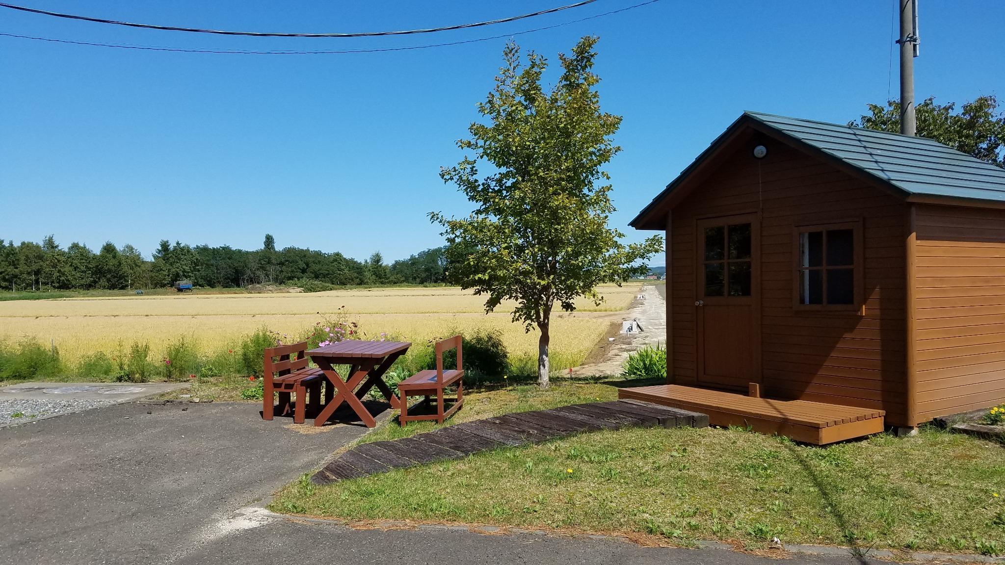 庭のバーベキュー小屋